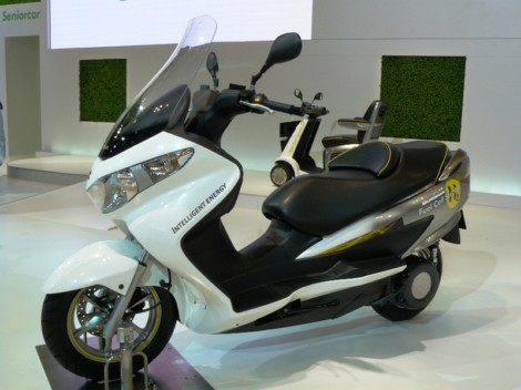 Burgman-fuel-cell-scooter